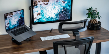 Best types of wood for desks cover photo